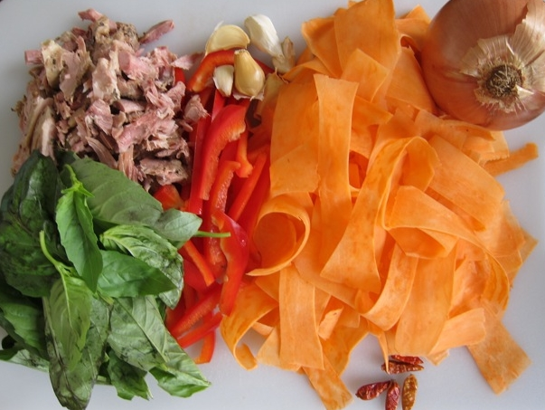 Pad Kee Mao Ingredients.jpg