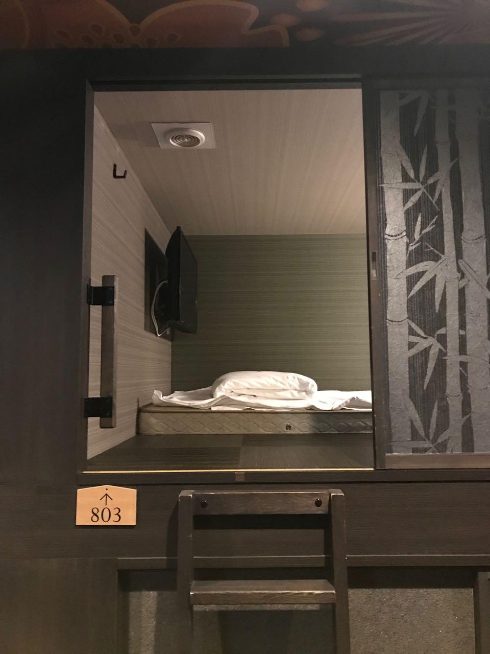 Pod hotel room.jpg
