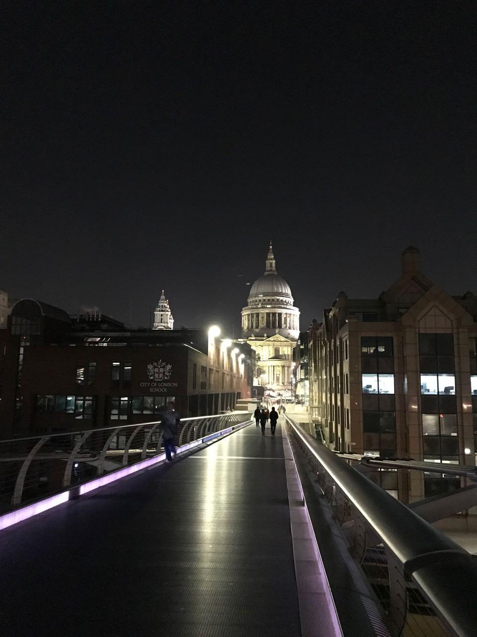 Millennium Bridge to St. Pauls night.jpg