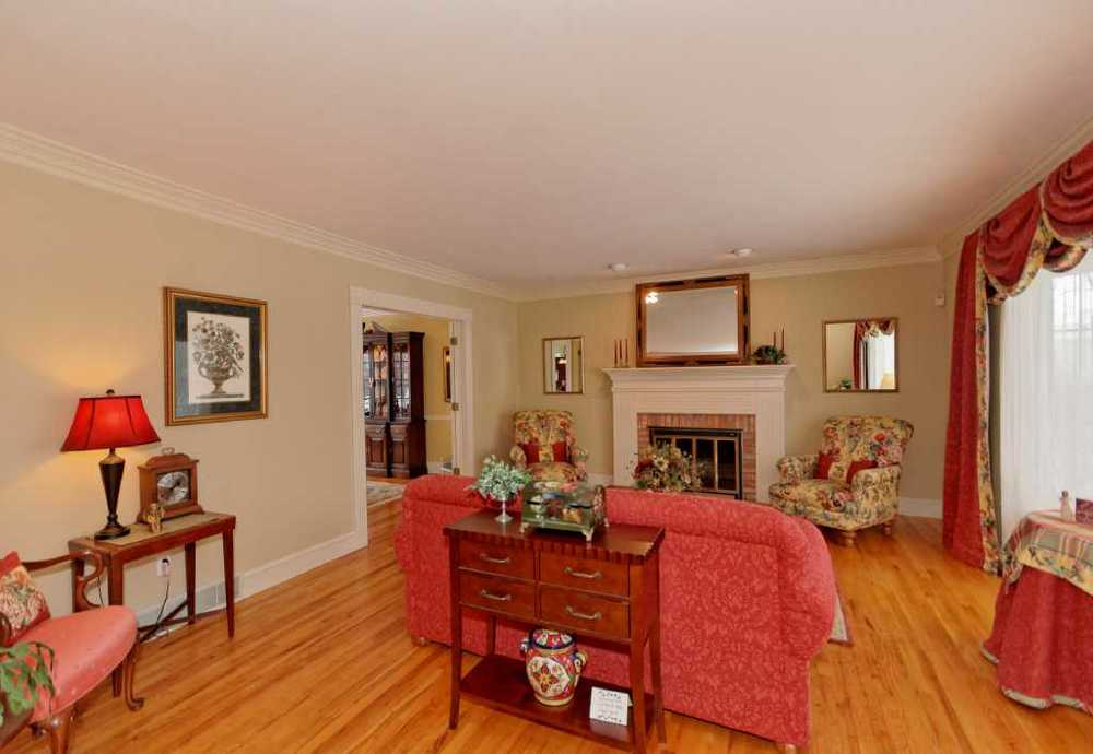 2-Living Room (1).jpg