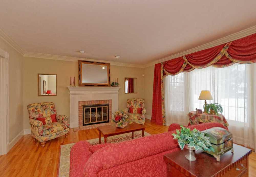 2-Living Room (2).jpg