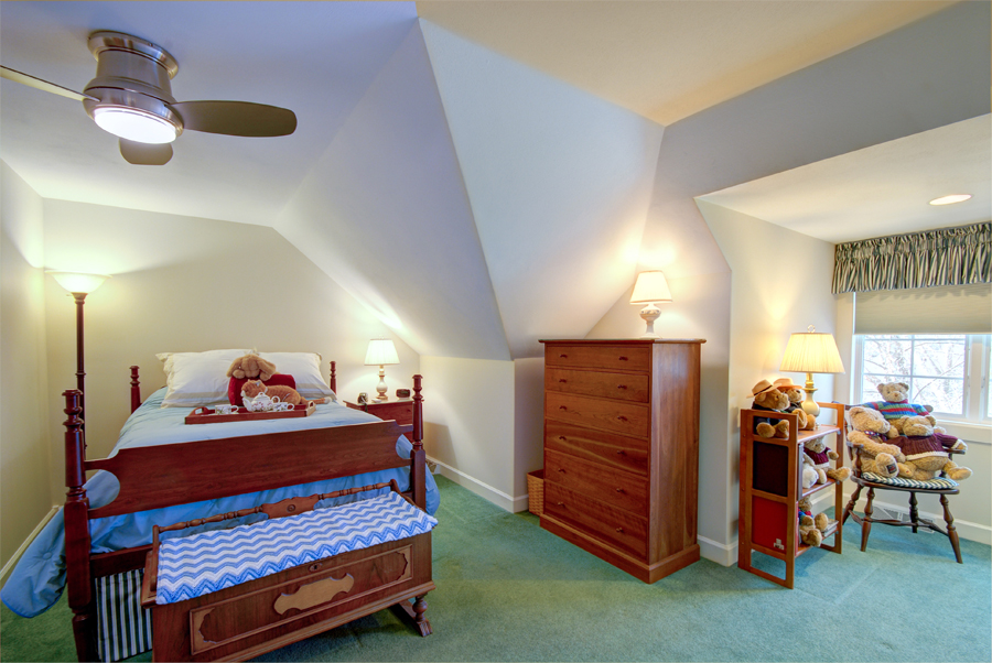 Upstairs bedroom2.jpg