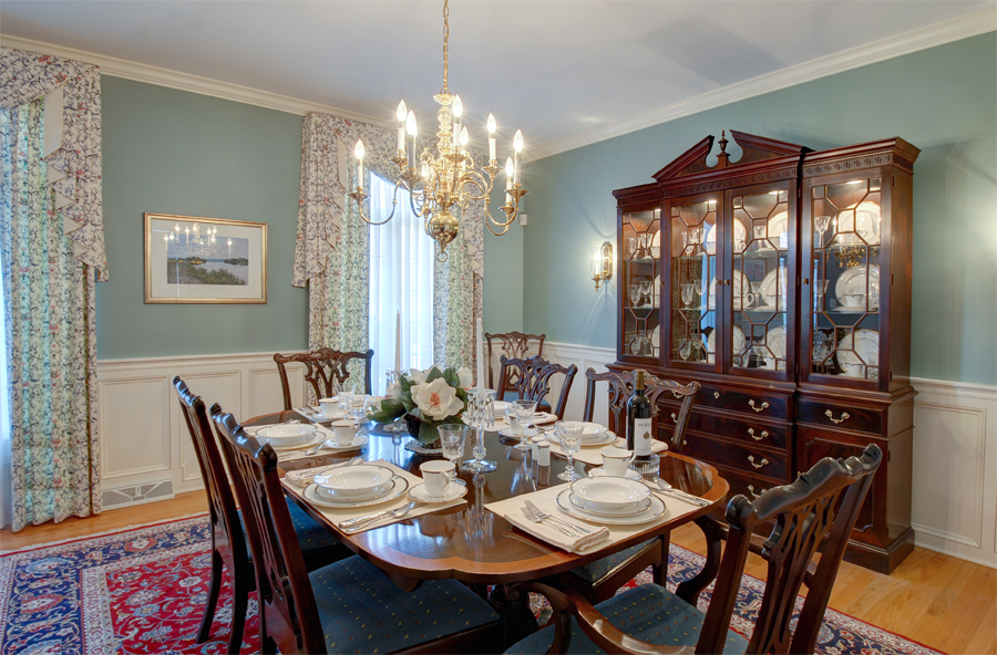 Formal diningroom.jpg