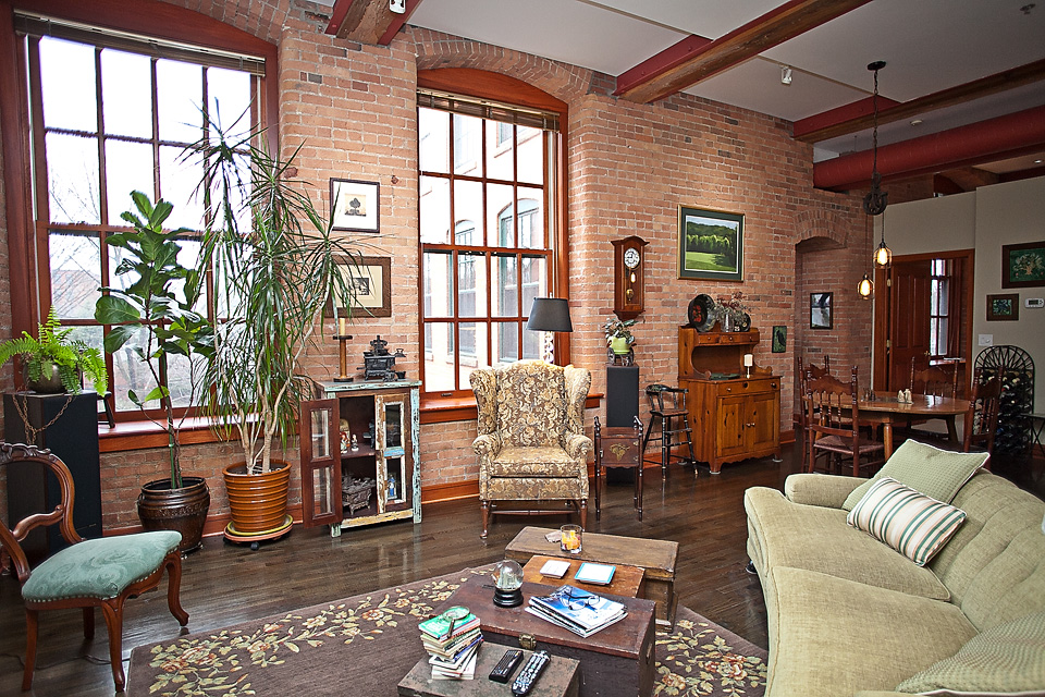 ML211-livingroom copy.jpg