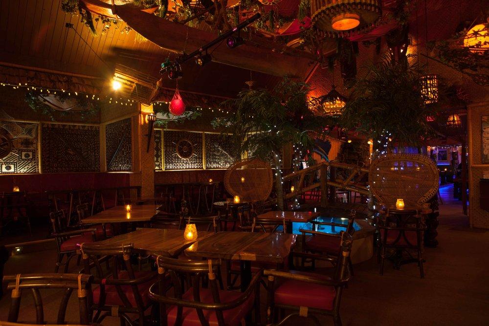 Coconut bar photographié en lumière ambiante