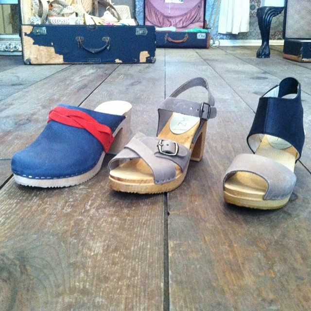 These beauties just arrived in the shop! 👌 Available in sizes 36-40       #IdaClog #AgnetaClog #NinaClog #NinaZ #antoinettevintage #madeinnyc #madeinsweeden #clogs #williamsburg #brooklyn #thriftandstyle    (at Antoinette)