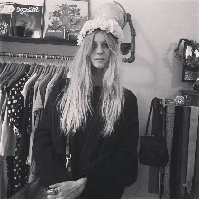 This total #antoinettebabe Marla making us swoon in the #asteriacrown #floralcrownsbyam (at Antoinette)