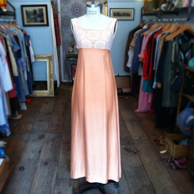 "This #vintage #1960s peachy number makes the perfect ""Guest Of"" for any wedding size S $68 ✨🍑 #antoinettevintage #madeinusa #oneofakind #vintagewedding #summerwedding #williamsburg #brooklyn #thriftandstyle (at Antoinette)"