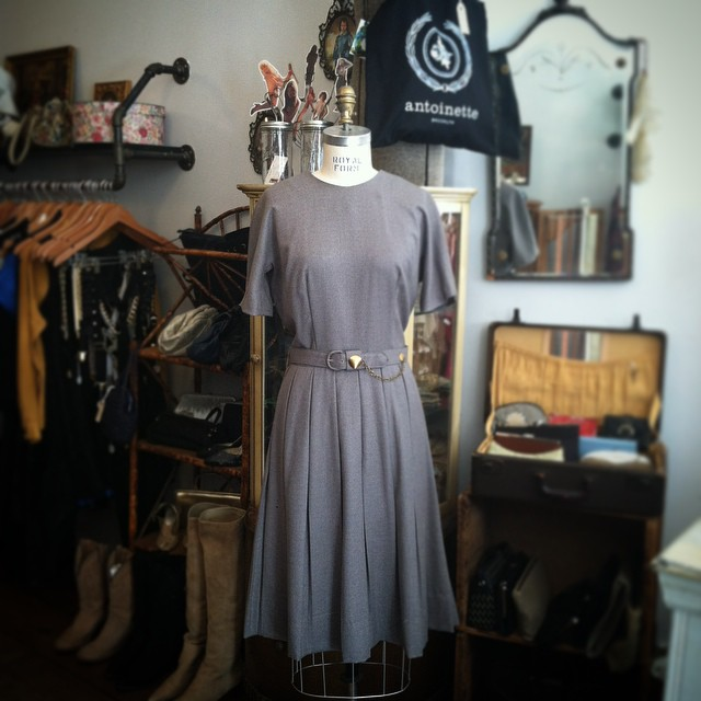 Sunday Fall #Vintage Sophistication 🍂🍂 #1950s wool dress size 6/8 $85  #antoinettevintage #madeinusa #oneofakind #ootd #williamsburg #brooklyn #fallstyle (at Antoinette)