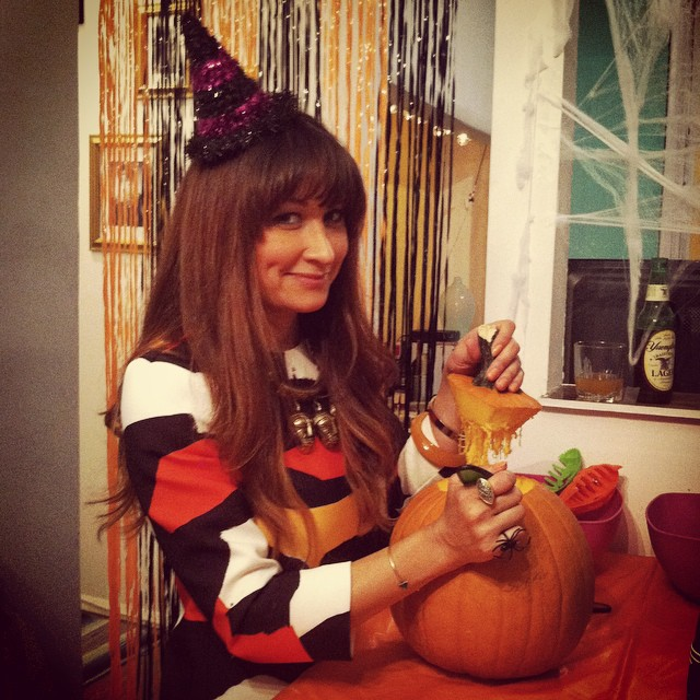 I have festive friends🎃🎃🎃  #JackOLantern #October #Halloween #VintageBestie #antoinettevintage #americandriftervintage  (at Pumpkin Carving HQ)