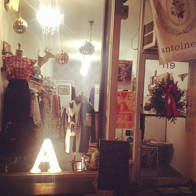 Our babe intern @asuminminzemi captured last night's glow ✨ …really ❤️our holiday window this year! 🎄🎅  #antoinettevintage #vintage #madeinusa #oneofakind #williamsburg #brooklyn #shoplocal #    *This month bring a new, unused toy for a child in need & get 30% off Vintage #ToysForTots (at Antoinette)