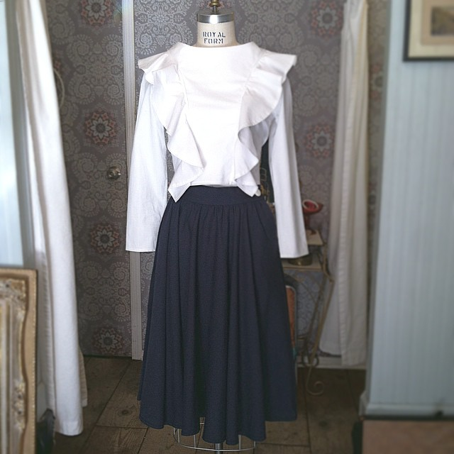 Haven't mixed #Vintage & #Brooklyn Designer in awhile 💙⚪️💙 // #VivaAviva long sleeve #MagnoliaCropTop sizes XS-L & #1990s high waisted Middy Skirt size 4 (at Antoinette)