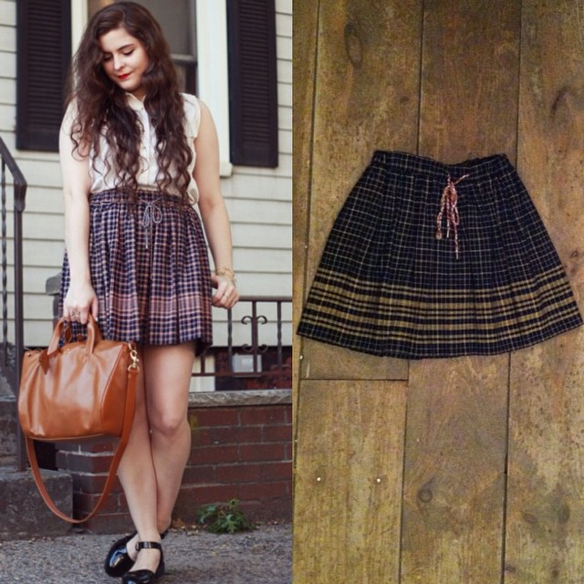 For all those babes waiting for us to get more of the #oneofakind @laselvaclothing drawstring skirts, we just got another one in stock! 👌✨👌 #tbt when BK blogger @noelledowning wore hers 💕 #antoinettevintage #vintage #guatemalan #heirloom #madeinusa #williamsburg #brooklyn #laselvaclothing #thriftandstyle (at Antoinette)
