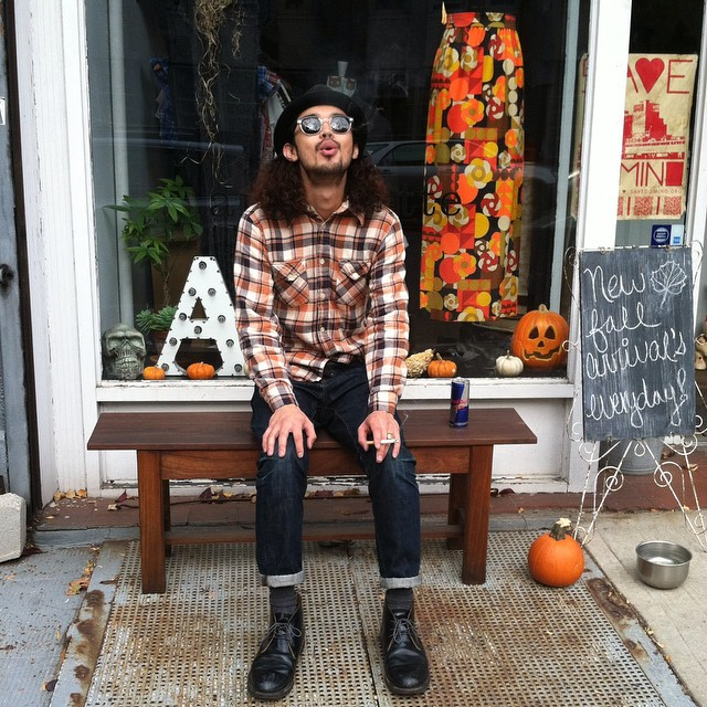 Yoshi straight up chillin on the bench enjoying a ciggy in his #antoinettevintage shirt he just got at the shop…plenty more of these plaid shirts available for you dudes 🚬👕  #WednesdayMensday #vintage #vintagemens #madeinusa #oneofakind #ootd #williamsburg #brooklyn (at Antoinette)