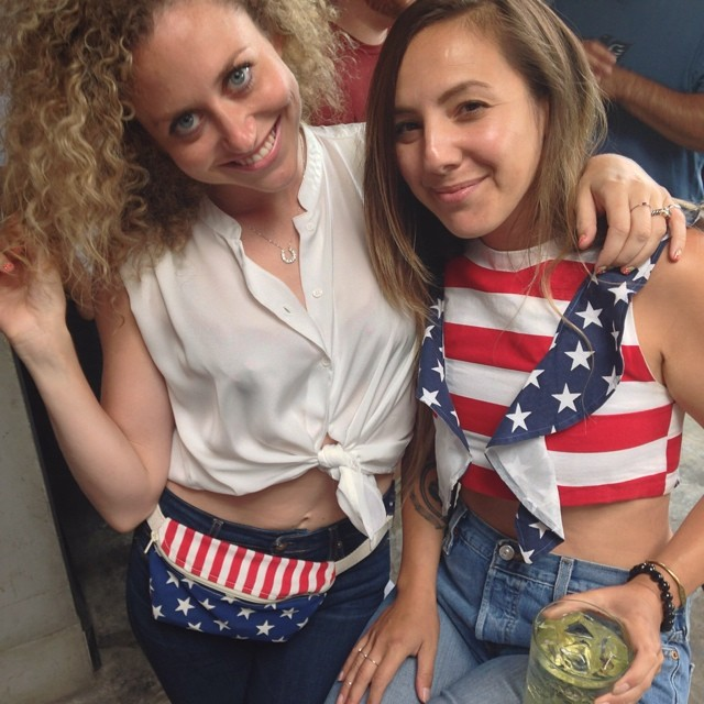Celebrating the fireworks back on the #Brooklyn side! Happy birthday America! #usa #williamsburg #july4thstyle #vivaaviva #usamagnoliacroptop #magnoliacroptop  (at BROOKLYN!)