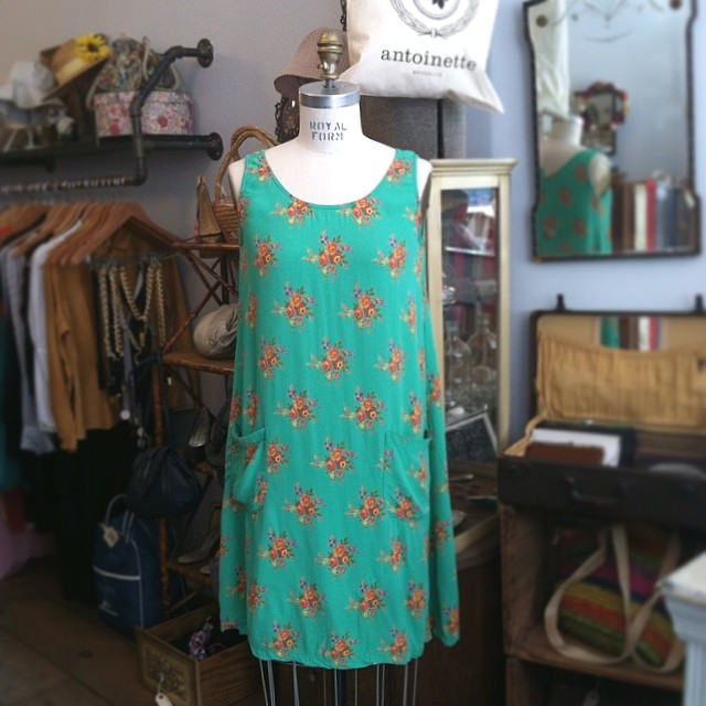 This little #vintage #1990s dress is perfect for outdoor Summer concerts…Pockets & button down back too! Size 2 $48 #antoinettevintage #oneofkind #ootd #williamsburg #brooklyn #thriftandstyle  (at Antoinette)