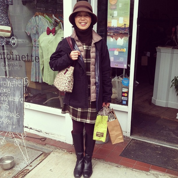 ❤ when our customers show up to do some shopping in antoinette pieces…Yukie is wearing our #vintage jumper & handbag  (at Antoinette)