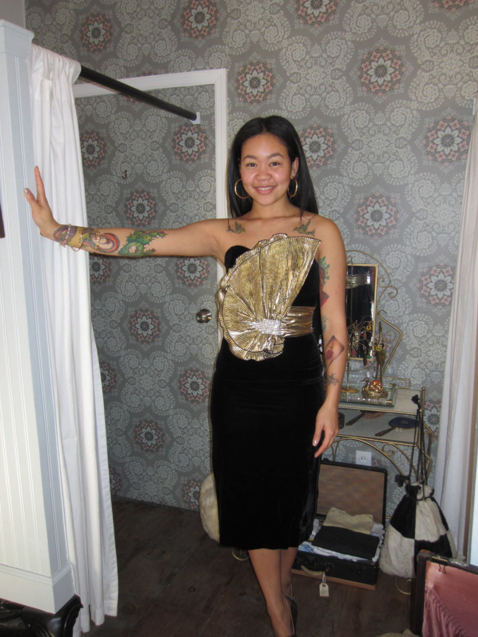 Holiday party dresses are here! Sophieis modeling one of our new arrivals…VaVaVoom 80's glamour!