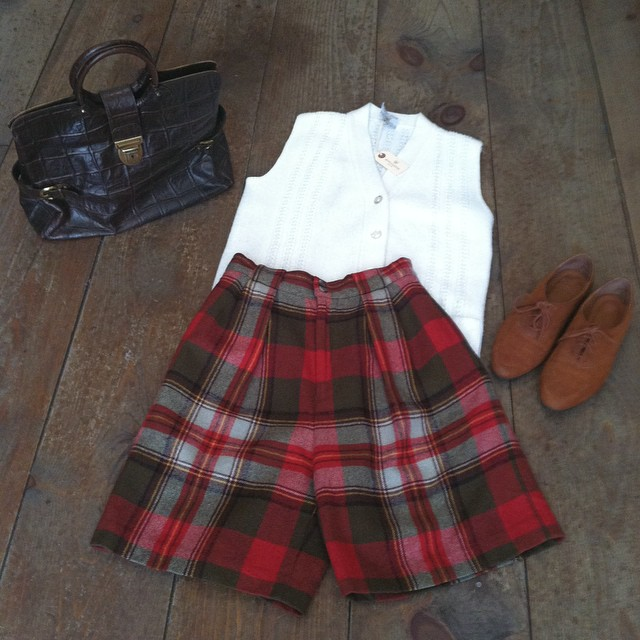 Getting in the Fall groove 🍁🎶🍁   #vintage #1980s plaid wool shorts size 6 $60, #1970s sweater vest size S $42, leather handbag $55, #1990s #NineWest leather lace ups size 7 ½ $45  #antoinettevintage #madeinusa #oneofakind #ootd #williamsburg #brooklyn #thriftandstyle    (at Antoinette)