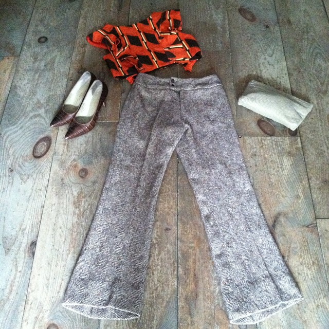Mixing new & #vintage textiles with ❤️ today! #antoinettevintage #vivaavivaXantoinette Exclusive #magnoliacroptop Japanese #vintagekimono fabric #madeinusa #oneofakind #ootd #1980s tweed pant size 2 $50, handbag $38 & alligator pumps by #AndrewGeller size 7 ½ $68 #thriftandstyle (at Antoinette)