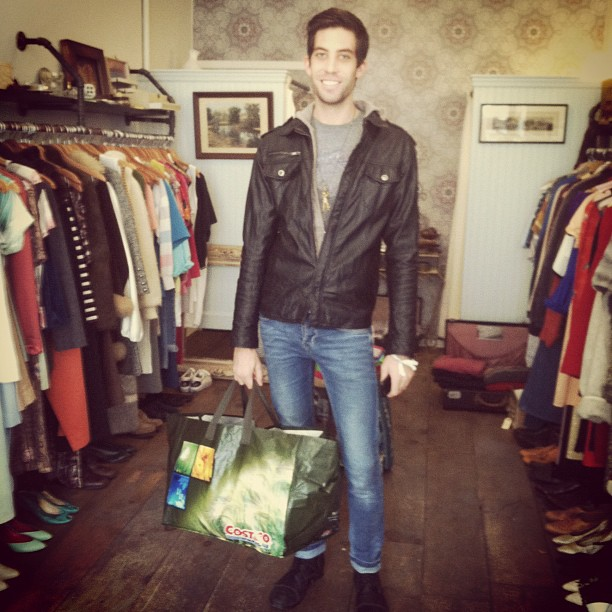 @austinriel is the 1st to drop off a bag of warm clothes/supplies…thank you so much! ❤ (at Antoinette)