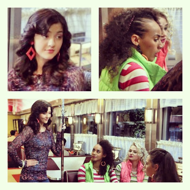 Check out our #vintage 1980's earrings on Maggie & both of Donna LaDonna's friends on last night's episode of the @thecarriediaries (at Antoinette)