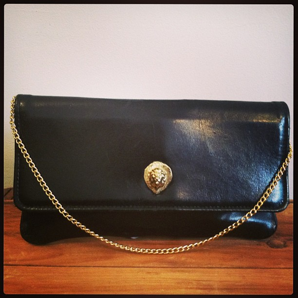Yep this is a #vintage genuine leather handbag w/a gold lion head snap closure $48 (at Antoinette)