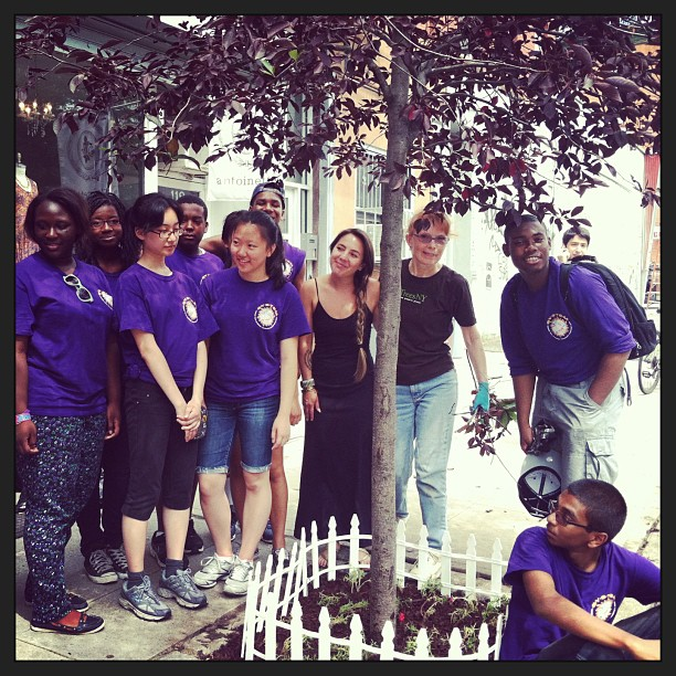 We adopted the tree yesterday growing in front of the shop & the volunteers from #TreesNewYork came out today to mulch & plant some flowers for us 👍👏🌷 #SpreadLoveitstheBrooklynWay #Rolemodels #Volunteer #makingtheneighborhoodbeautiful- www.treesny.org (at Antoinette)
