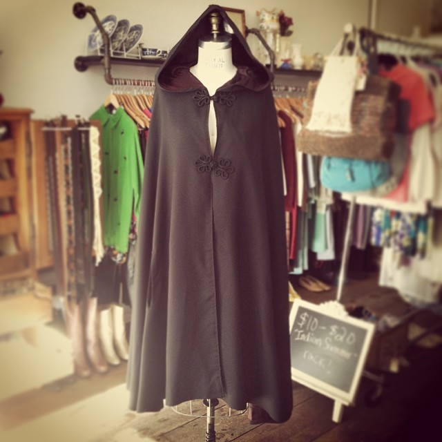 Brave the cold in this ahhmazing #vintage cape (Fully lined & also has hood & arm holes) One size $100 #antoinettevintage (at Antoinette)