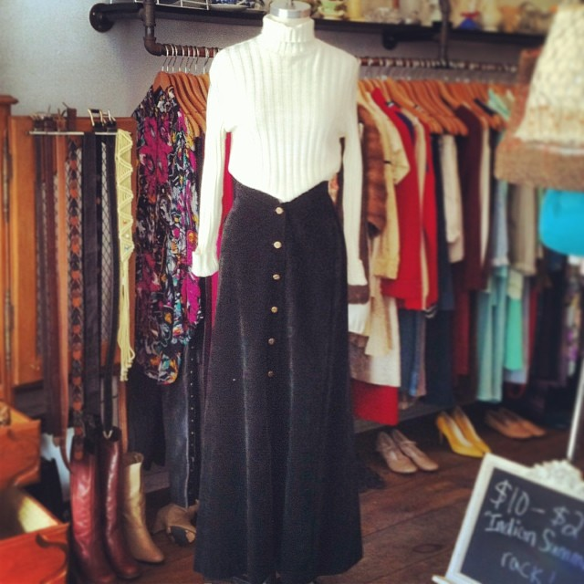 Paired up this vintage 90's ribbed top $42 size S/M w/this gorgeous velvet 70's maxi skirt $55 size 2 #antoinettevintage #madeintheusa  (at Antoinette)
