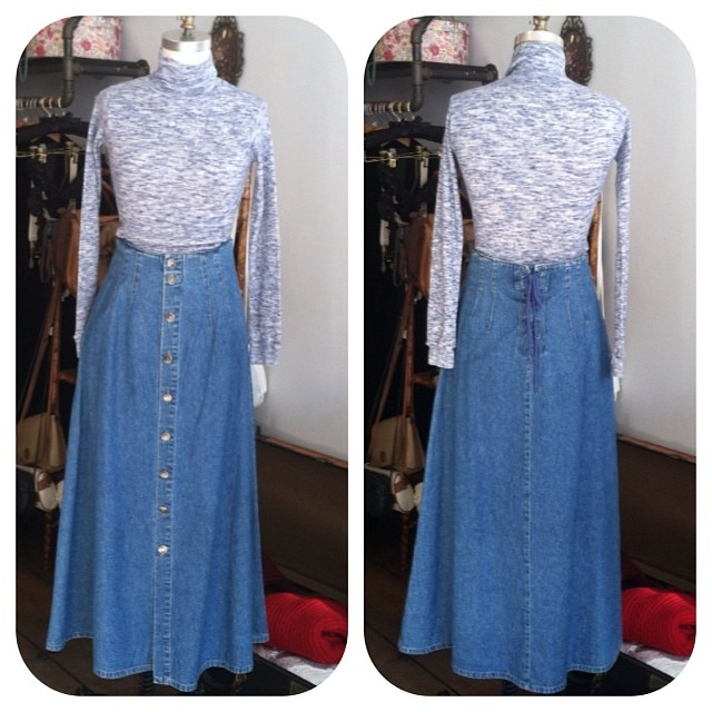 This is one cute #vintage match! 1970's marled knit top $42 size S & 1980's #LizWear denim maxi skirt $60 size 8 …And yes this entire outfit is 50% off! #antoinettevintage #brooklyn #williamsburg #ootd (at Antoinette)