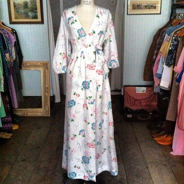 Perfect for Sunday house lounging & day dreaming… #vintage #ChristianDior Wrap Onesize $85 #antoinettevintage #vintageDior #brooklyn #williamsburg #madeinusa #BAltman #nyc #thriftandstyle  (at Antoinette)