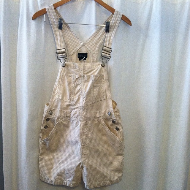 The perfect Sunday Playsuit! #vintage #90s #shortalls by #NoBoundaries size 7/8 $60 #madeinusa #antoinettevintage #oneofakind #ootd #brooklynstyle #brooklyn #williamsburg #thriftandstyle  (at Antoinette)