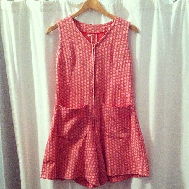 Can't get over this #vintage #1960s romper! Size 6/8 $50 #antoinettevintage #madeinusa #oneofkind #ootd #williamsburg #brooklyn #vintageromper #thriftandstyle  (at Antoinette)