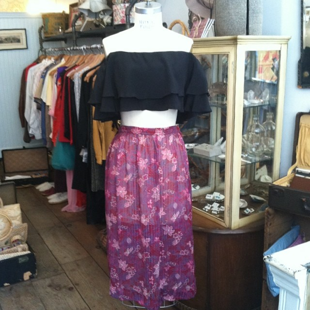 Spend this gorgeous Sunday weather in the @viva_aviva #RongoTop (available in all sizes) & this #vintage #1970s super sheer skirt size S $55 #madeinusa #madeinnyc #antoinettevintage #vivaaviva #oneofakind #ootd #streetstyle #summerstyle #williamsburg #brooklyn #thriftandstyle  (at Antoinette)