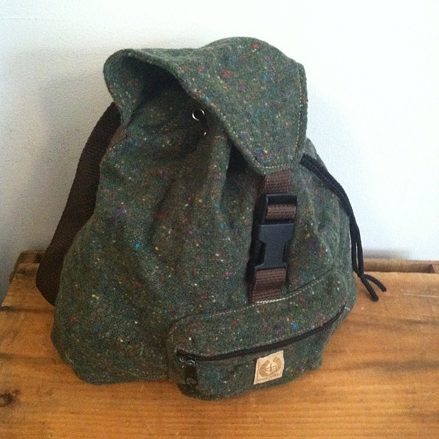 Always hard to find the perfect mini backpack but look no further we got ya covered! #vintage #1990s backpack by #SplitSnowboards $45 #antoinettevintage #vintagebackpack #madeinusa #oneofakind #williamsburg #brooklyn #thriftandstyle  (at Antoinette)