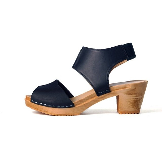 Your Memorial Weekend outfit isn't complete w/out a pair of @ninaznyc #Clogs …We have sizes 36-39 available! #antoinettevintage #ninaz #ninablack #williamsburg #brooklyn  (at Antoinette)