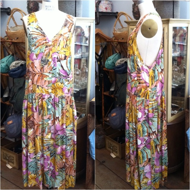 Anyone heading out to @govballnyc today? Be #festivalfresh in this #vintage early #1990s dress by #Express size S $68 #antoinettevintage #govballnyc #oneofakind #williamsburg #brooklyn #thriftandstyle  (at Antoinette)