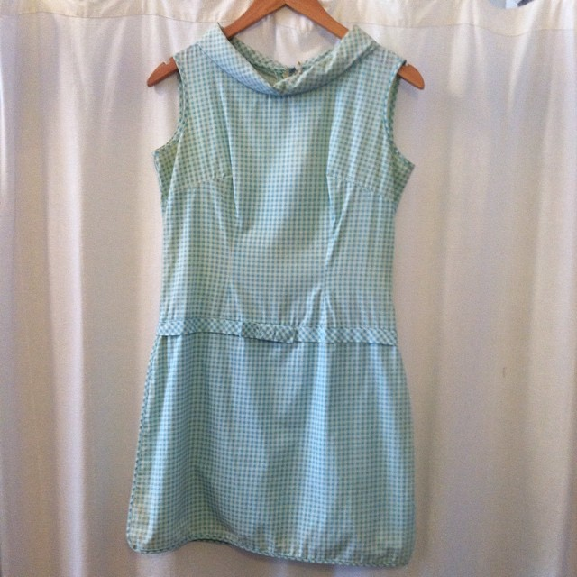 Spend the 1st day of Summer in this #vintage #1960s Romper! Size M/L $50 #antoinettevintage #madeinusa #oneofakind #ootd #vintageromper #streetstyle #summerstyle #williamsburg #brooklyn #thriftandstyle #happysummer (at Antoinette)