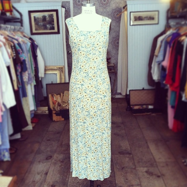 This #vintage 🌻 dress by #Rabbits is #1990s perfection 👌  Size S $60 #madeinusa #antoinettevintage #oneofakind #grunge #ootd #summerstyle #festivalstyle #streetstyle #williamsburg #brooklyn #thriftandstyle  (at Antoinette)