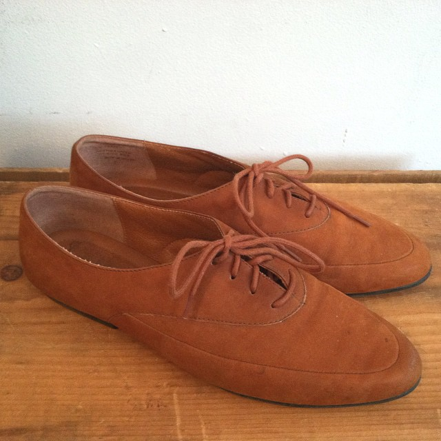 We can never get enough of #vintage #ninewest suede flats  👌👞  Size 7 ½ $45   #TuesdayShoesday #Antoinettevintage #vintageshoes #oneofakind #williamsburg #brooklyn  (at Antoinette)