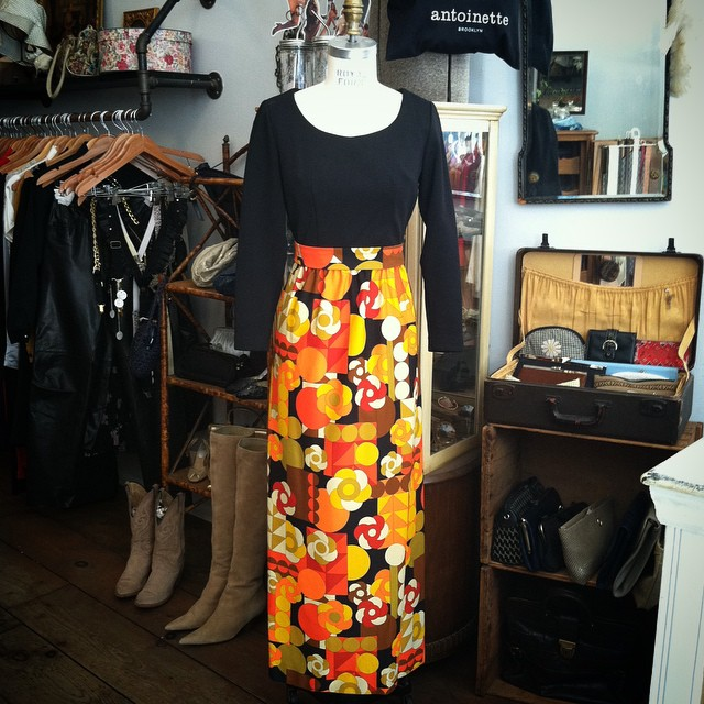 This #vintage #1960s number couldn't be more perfect for our #Halloween window display 🎃👻  Size 6 $85  #antoinettevintage #madeinusa #oneofakind #ootd #williamsburg #brooklyn  (at Antoinette)