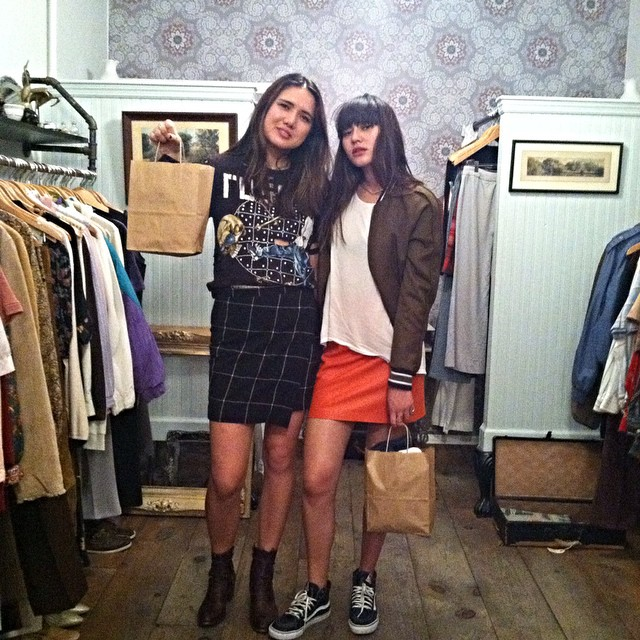 Had the best time hanging with the #MagicalSuarezSisters last night ✨👯✨  @dylanasuarez @natalieoffduty #latergram #antoinettevintage #vintage #SuarezSisters #NatalieOffDuty #ColorMeNanna #williamsburg #brooklyn (at antoinette)