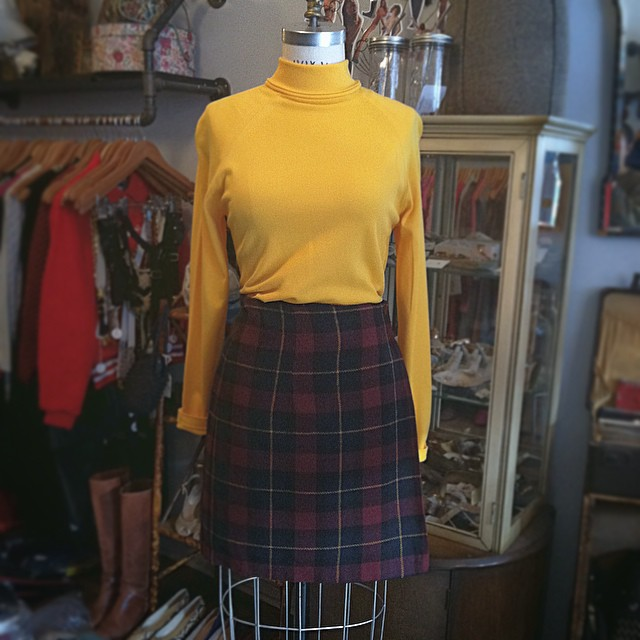 It's Sunday Funday & the weather is absolutely perfect to frolick in this #vintage #ootd 👯🍂☀️  #vintageshirt by #Sears size S $38 & #vintageskirt size 4 $58   #antoinettevintage #madeinusa #oneofakind #williamsburg #brooklyn  (at Antoinette)