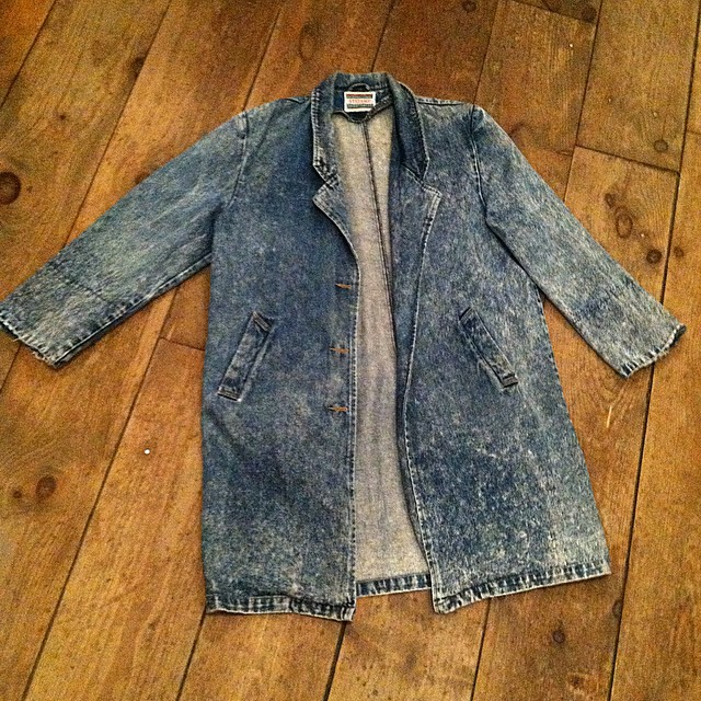 We're ending the night with this oversized #vintage gem by #Stefano $90 ✌️🏦  Antoinette will be closed tomorrow for the holiday & will reopen with regular business hours on Friday!   Wishing you & your families a Happy Thanksgiving! 🌰  #antoinettevintage #1980s #madeinusa oneofakind #williamsburg #brooklyn  (at Antoinette)