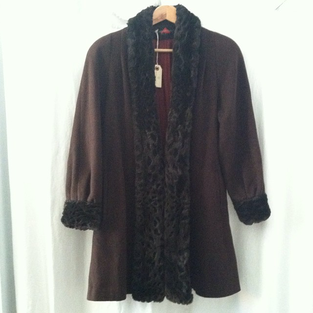 Be fancy in this #vintage #1980s faux fur trim coat 👸 Sizing could be S-M b/c of closure $90 #antoinettevintage #madeinusa #oneofakind #vintagecoat #williamsburg #brooklyn (at Antoinette)
