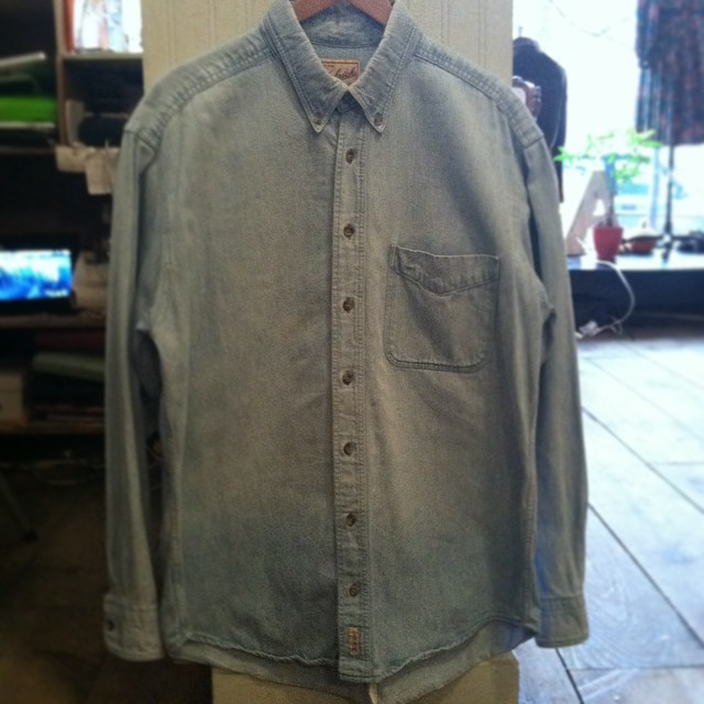 What we ❤️ about this #vintage chambray button up by #Woolrich is that the ladies can rock it too! Size L $45   #WednesdayMensday #antoinettevintage #1980s #madeinusa #oneofakind #williamsburg #brooklyn #shoplocal     *This month bring a new, unwrapped toy for a child in need & get 30% off Vintage #ToysforTots (at Antoinette)