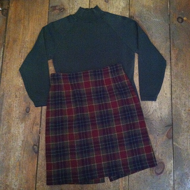 The perfect little Sunday in December outfit 🎄✨🎄  #vintage #1990s mock turtleneck top by #Gap size M $40 & #1980s miniskirt size 6 $50 #madeinusa #oneofakind #ootd #williamsburg #brooklyn #shopsmall #shoplical  (at Antoinette)