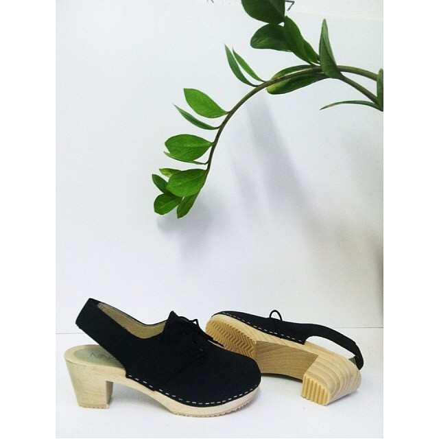 Happy #TuesdayShoesday !   Our most fave style by @ninaznyc is available in sizes 35-39   #ninaZ #clogs #antoinettevintage #williamsburg #brooklyn #thriftandstyle #regram       *This month bring a new, unused toy for a child in need & receive 30% off #vintage #ToysForTots (at Antoinette)