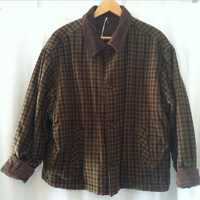 For the dudes that can't decide on plaid or corduroy this Reversible #Vintage #1980s Jacket is for you! 👌 Size S/M $85  #WednesdayMensday  //   *All Vintage is 20% off for the month of January!  (at Antoinette)